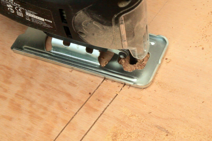 DIY Plywood Magazine Stand - Step #6 Cutting out the slot