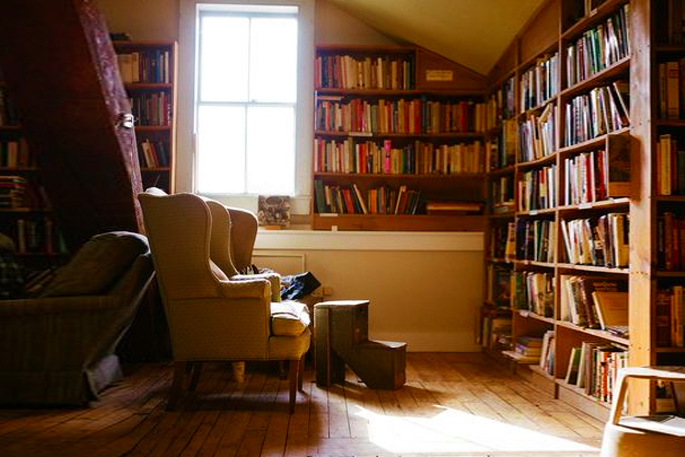 Attic Rooms - 11 Different Conversion Ideas: #3 Cocooned in Your Own Reading Nook and Library