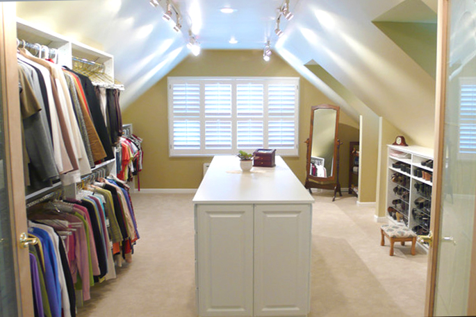 Attic Rooms - 11 Different Conversion Ideas: #7 A Whole Room As A Walk In Closet