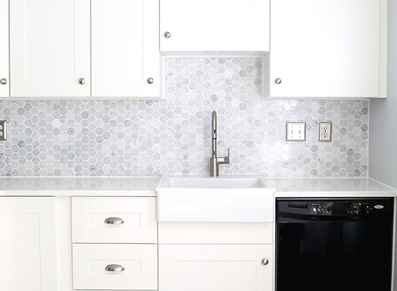 21 Kitchen Backsplash Ideas and Design Tips || The Ultimate Creative Guide: #9 Hexagon tiles
