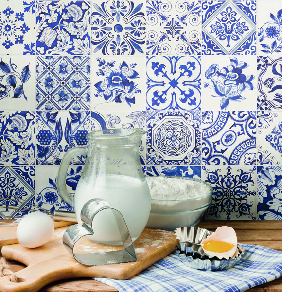 21 Kitchen Backsplash Ideas and Design Tips || The Ultimate Creative Guide: #10 Blue Delft tiles