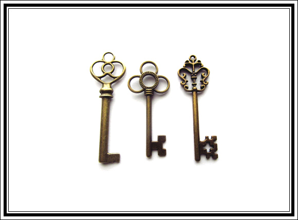 What vintage home decor pieces can you buy for under 12 for What can you do with old keys