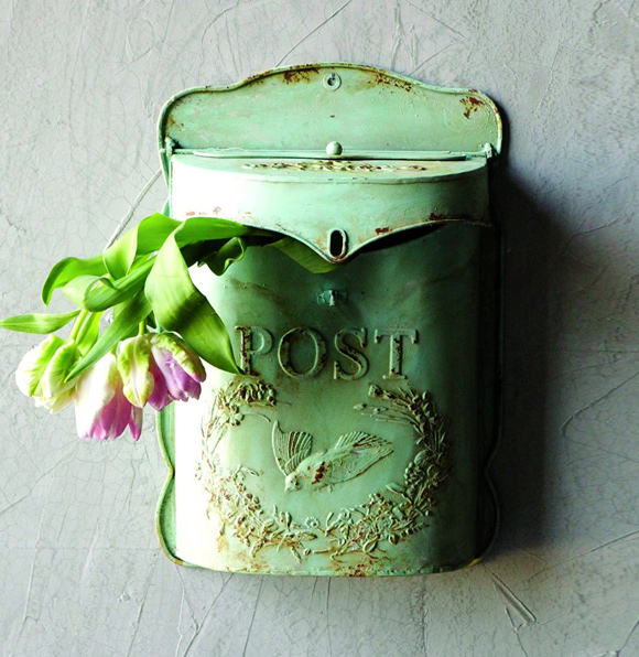 What Vintage Home Decor Pieces Can You Buy For Under $12? Splurge Item #1 Tin mail box
