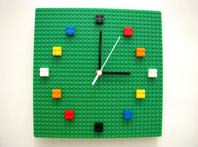 21 Insanely Cool DIY LEGO Furniture and Home Decor Creations: #18 LEGO clock