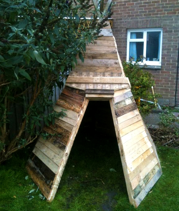 Is That a Pallet Swimming Pool? 24 DIY Pallet Outdoor Furniture Creations and Big Builds: #17 The pallet wigwam / tepee