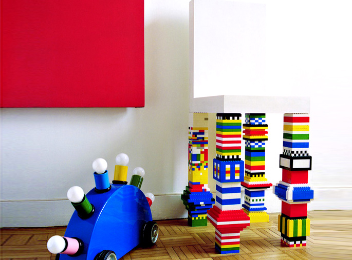 21 Insanely Cool DIY LEGO Furniture and Home Decor Creations: #19 LEGO chair legs