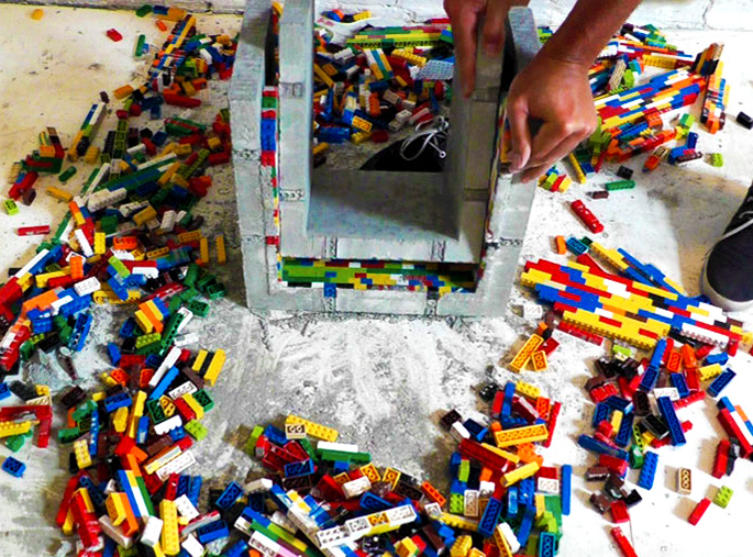 21 Insanely Cool DIY LEGO Furniture and Home Decor Creations: BONUS DIY concrete nesting tables made using LEGOs