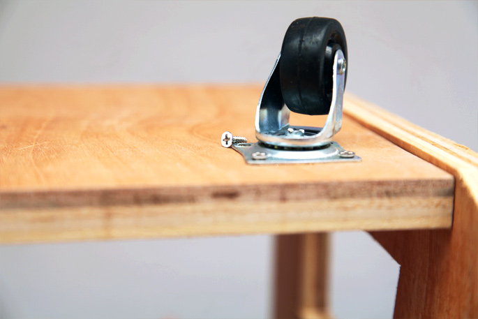 Adam Savage DIY Tool Caddy - Mini Desktop Version: Step 5 The casters