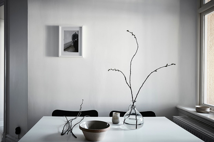PASSPORT: 32B Scandinavian Apartment Tour, Goteborg, Sweden - Black and White Dining Room