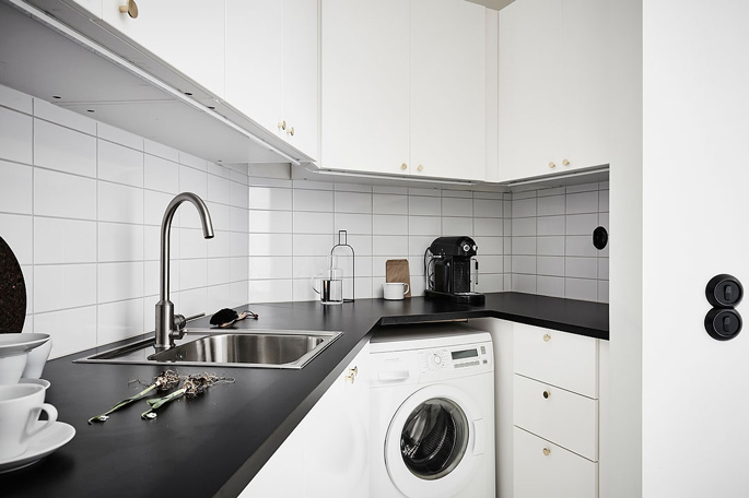 PASSPORT: 32B Scandinavian Apartment Tour, Goteborg, Sweden - Black and White Kitchen