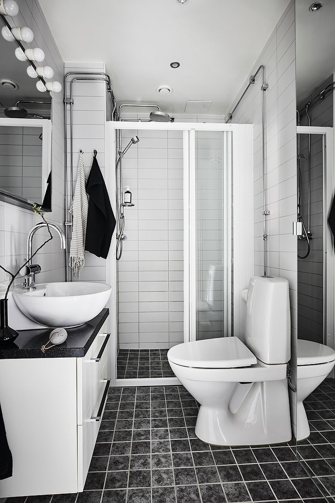 PASSPORT: 32B Scandinavian Apartment Tour, Goteborg, Sweden - Black and White Bathroom