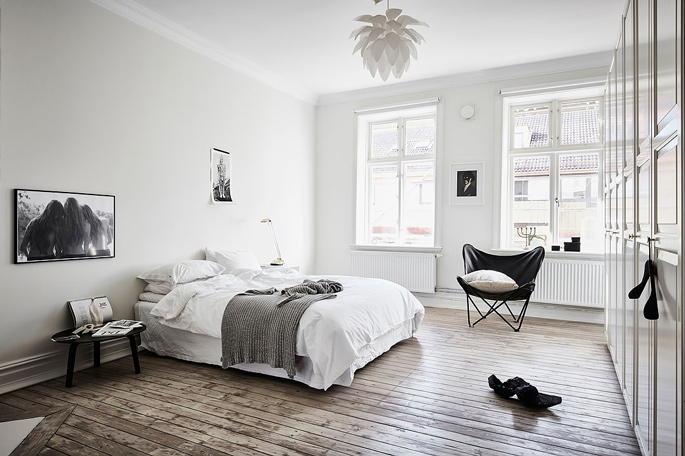 PASSPORT: 32B Scandinavian Apartment Tour, Goteborg, Sweden - Black and White Bedroom