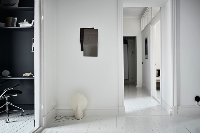 : PASSPORT: 32B Scandinavian Apartment Tour, Goteborg, Sweden - Black and White Hallway